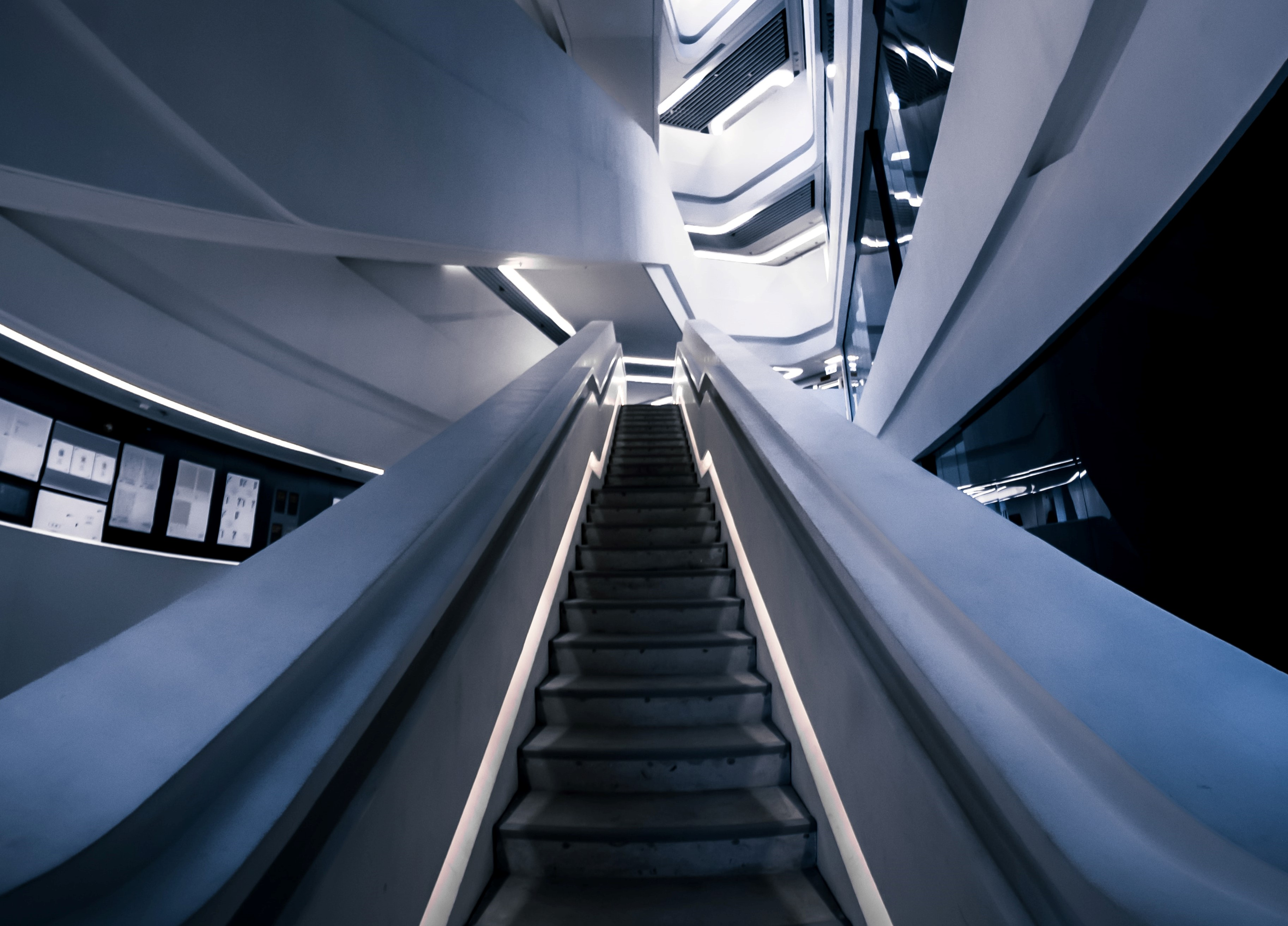 brayden-law-EsiNcJmf_uQ-unsplash_solution_Architect